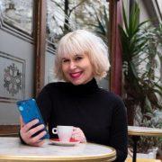 Une journaliste révèle comment Tinder manipule les rencontres.