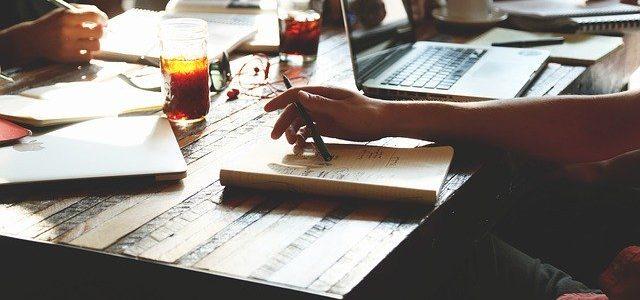 Comment draguer au travail : réussir à séduire votre collègue de bureau