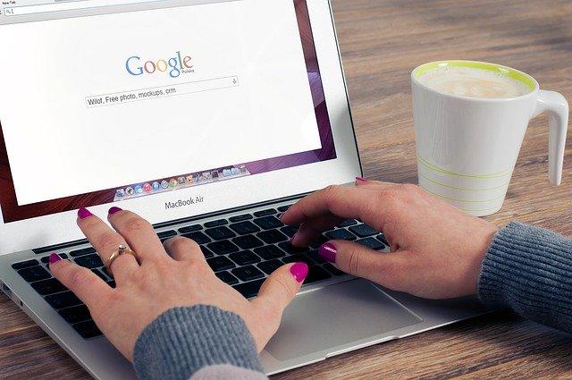 Trouver une personne sur un site.